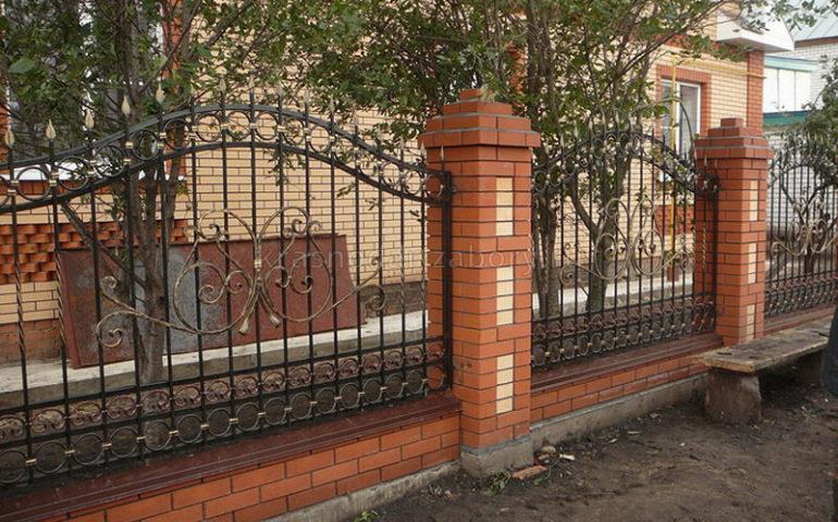 строительство заборов с ковкой в Краснодаре
